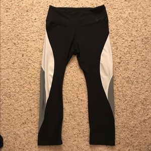 Nike Legend Dri-Fit Crop Leggings